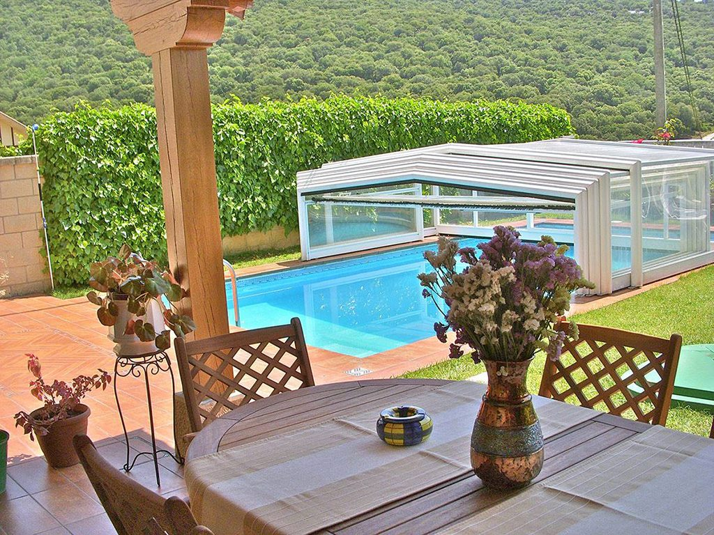 Casa Rural Erbioz porche piscina