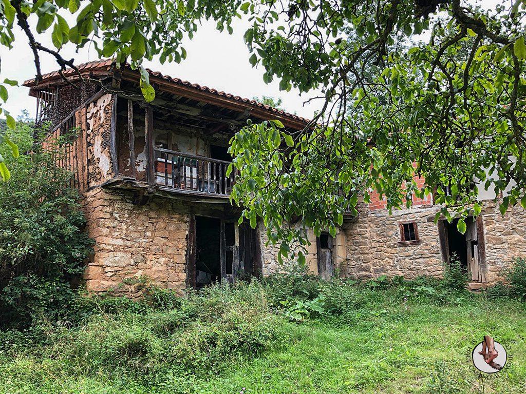 Casa Rural las Chimeneas Porcieda pueblo fantasma