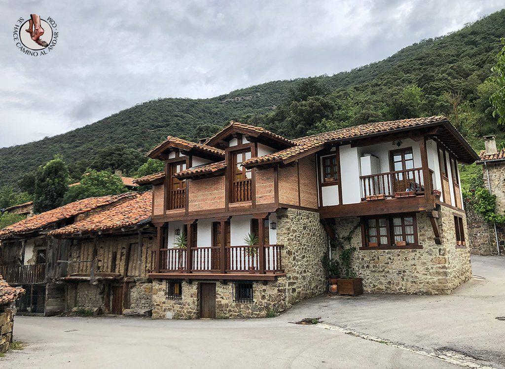 Casa de las Chimeneas Porcieda pueblo fantasma