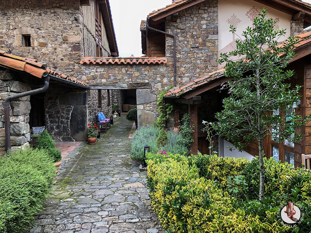 Casa Rural las Chimeneas acceso piscina
