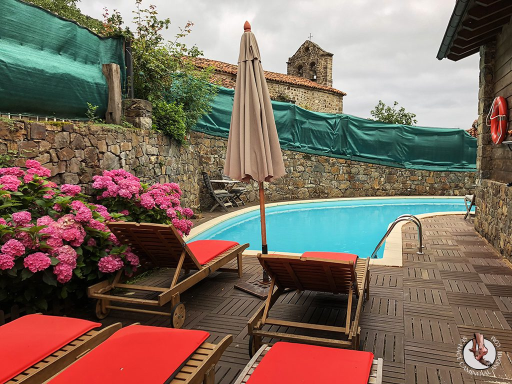 Casa Rural las Chimeneas piscina hamacas