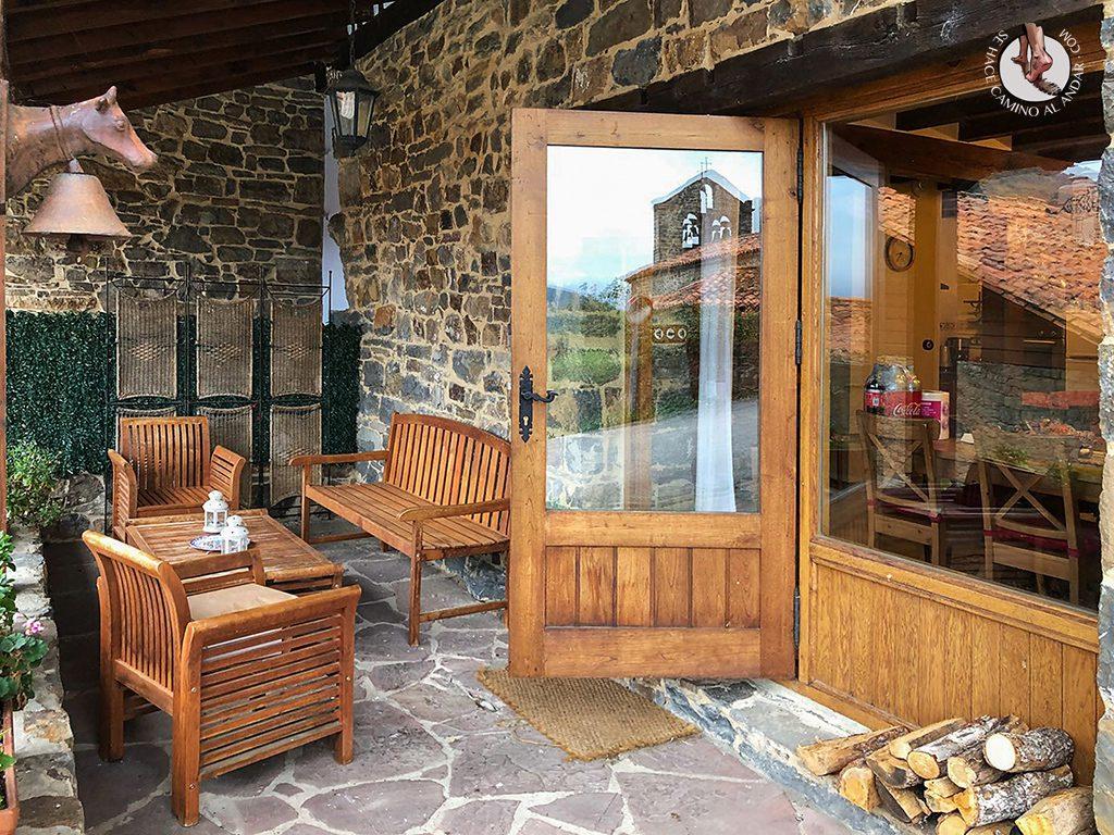 Casa de las Chimeneas porche entrada