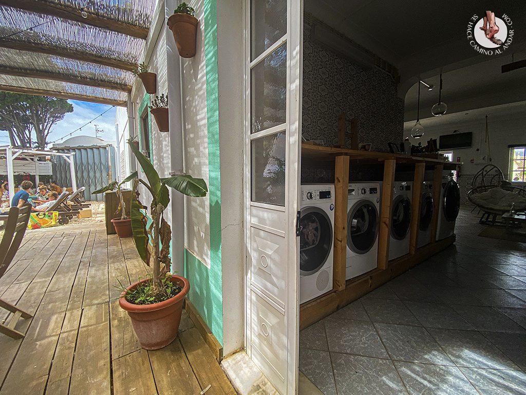 Comer en Sagres Laundry patio