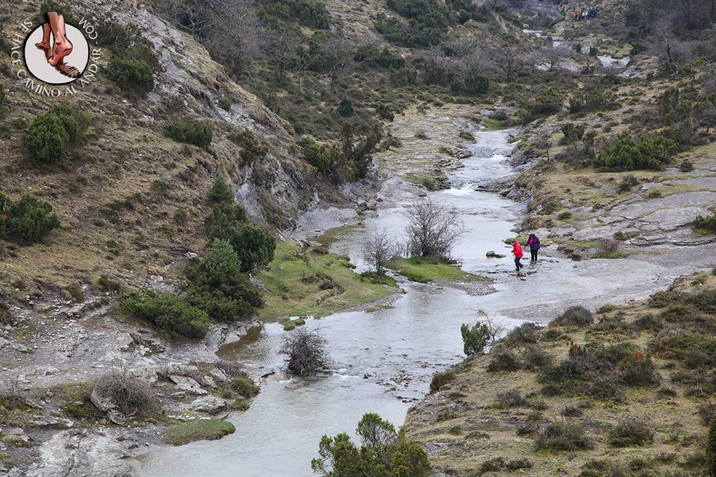 Cruzar río Delika