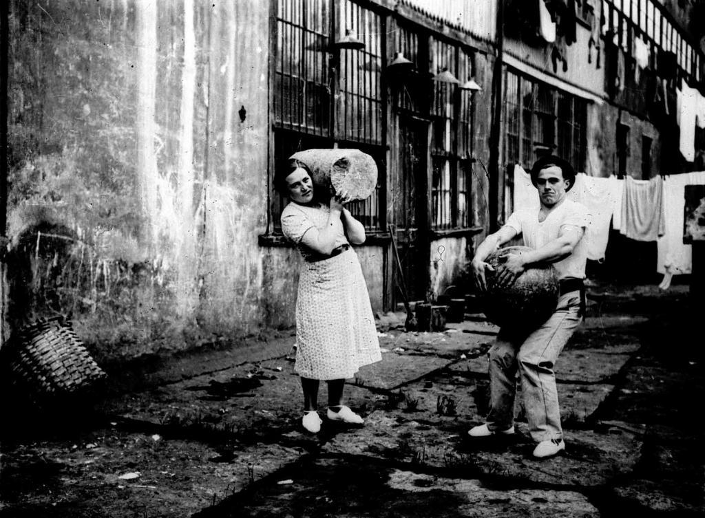 Deportes rurales vascos Herri Kirolak harrijasotzea levantamiento de piedra