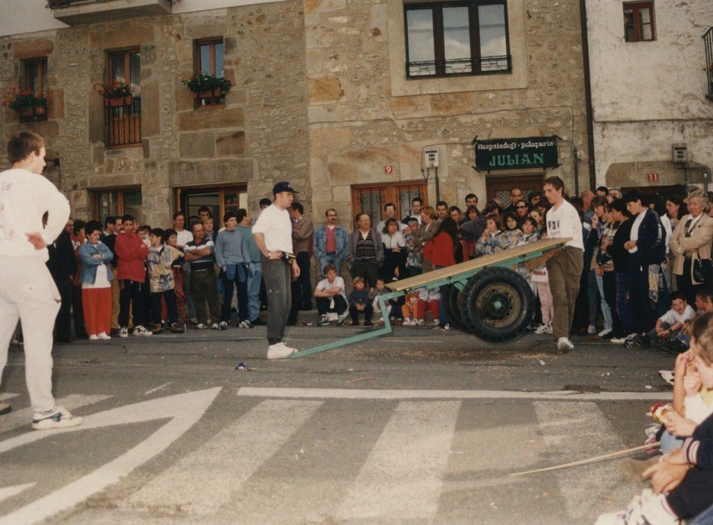 Deportes rurales vascos Herri Kirolak orga joko levantamiento carro
