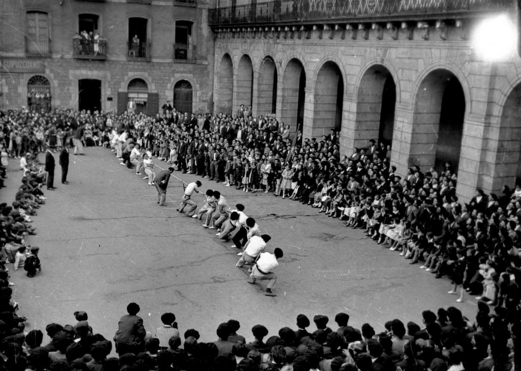 Deportes rurales vascos Herri Kirolak sokatira tirar cuerda