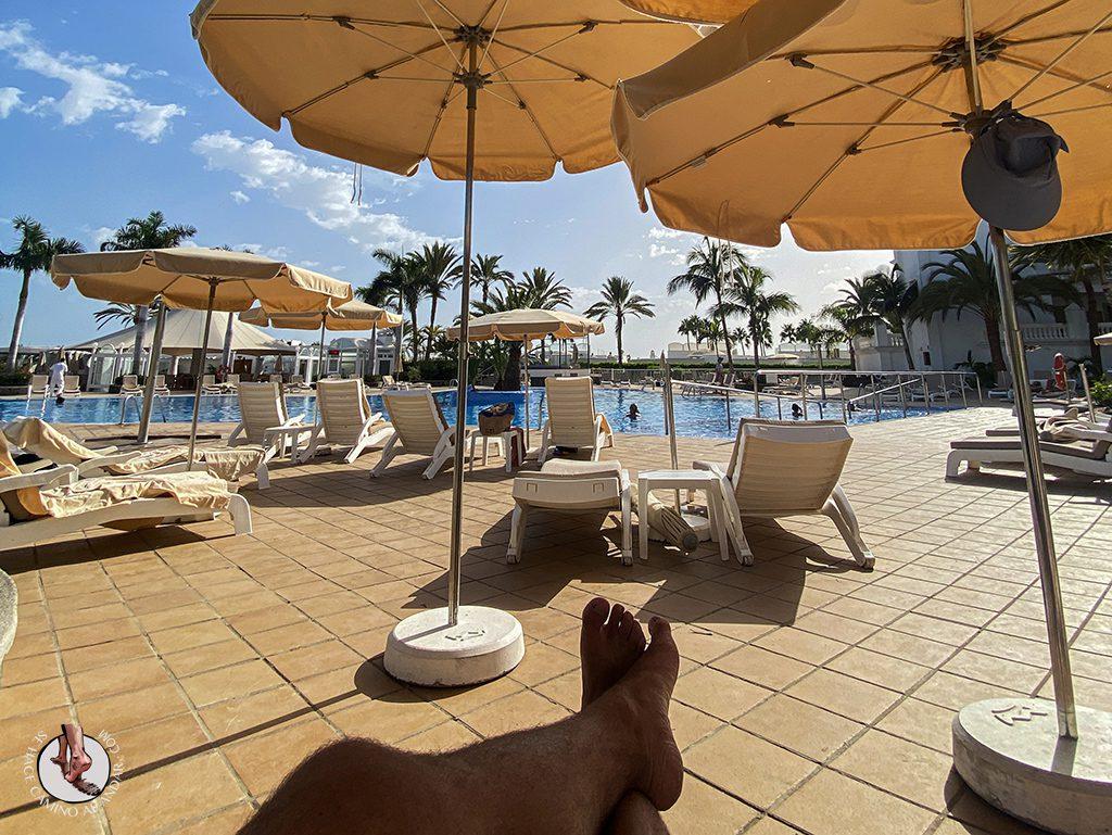 Dormir en Gran Canaria piscina tumbona