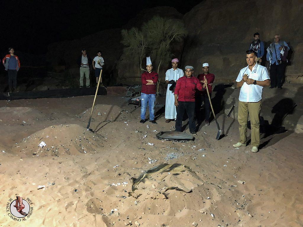 Dormir en el desierto de Jordania cena berebere