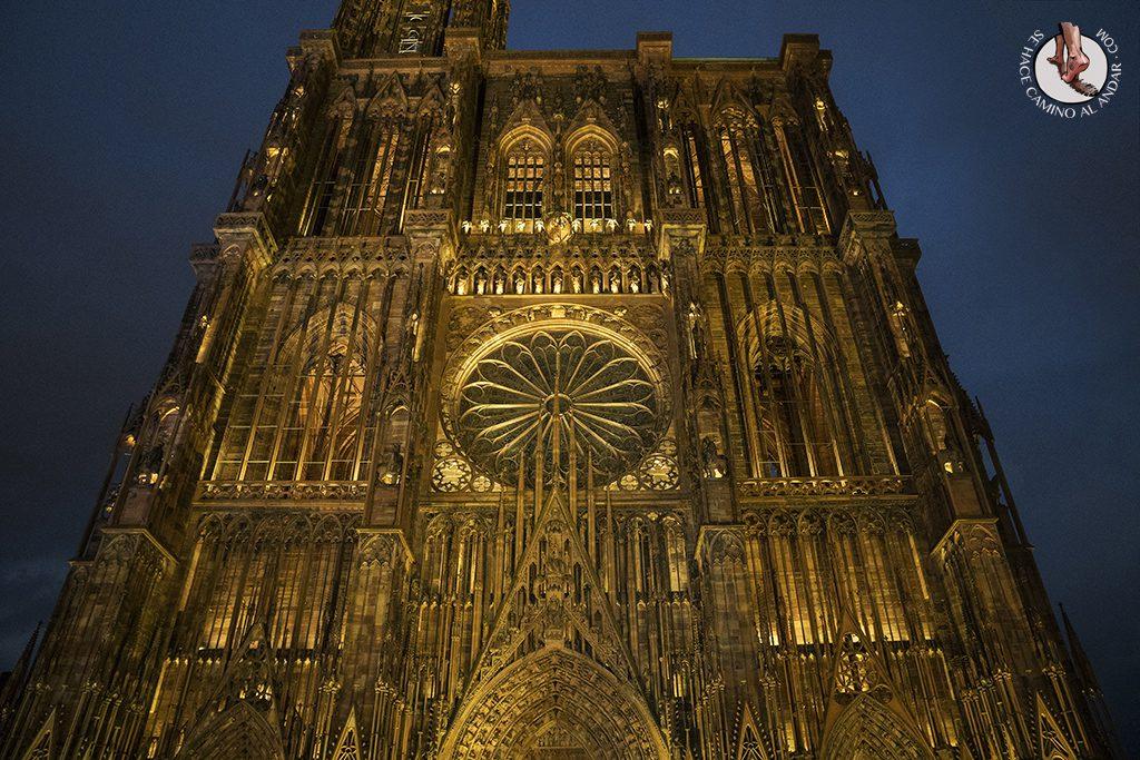 Estrasburgo Catedral fachada iluminada
