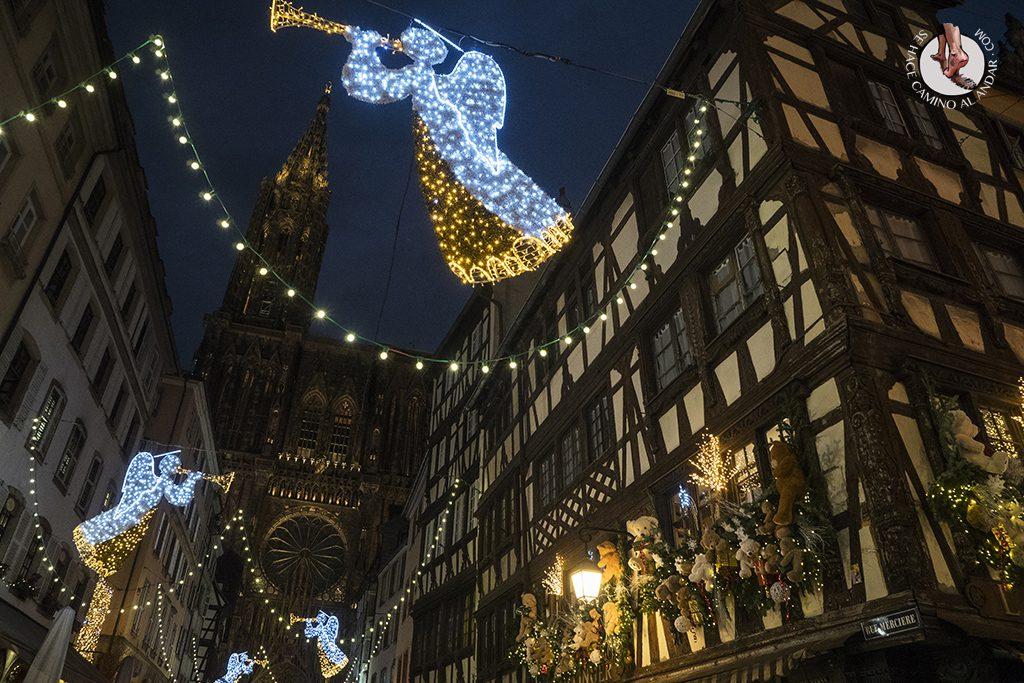 Estrasburgo Rue Merciere catedral iluminacion