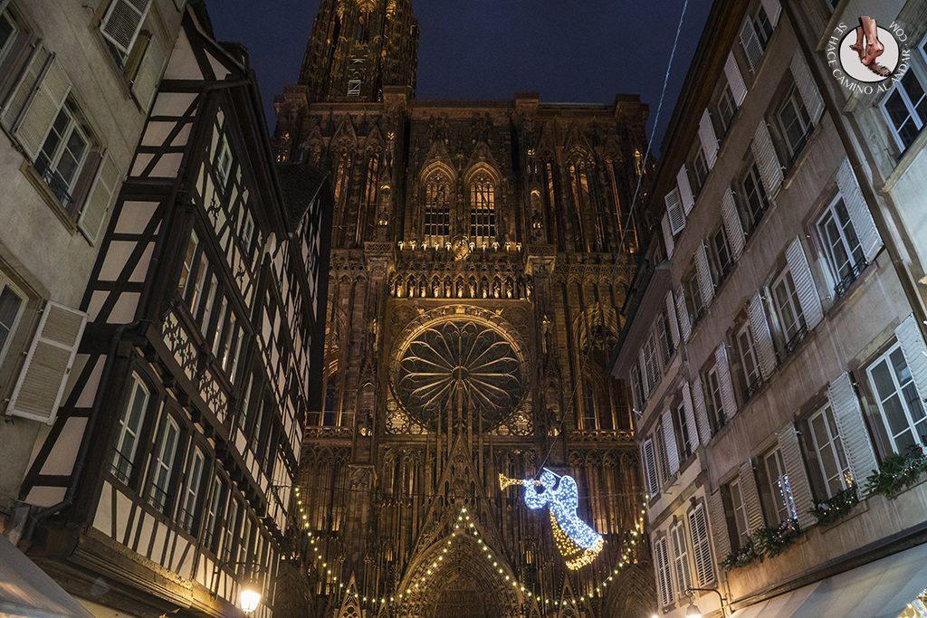 Estrasburgo Rue Merciere catedral iluminada