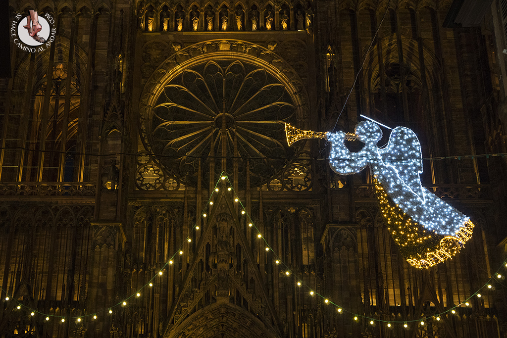 Estrasburgo Rue Merciere roseton noche