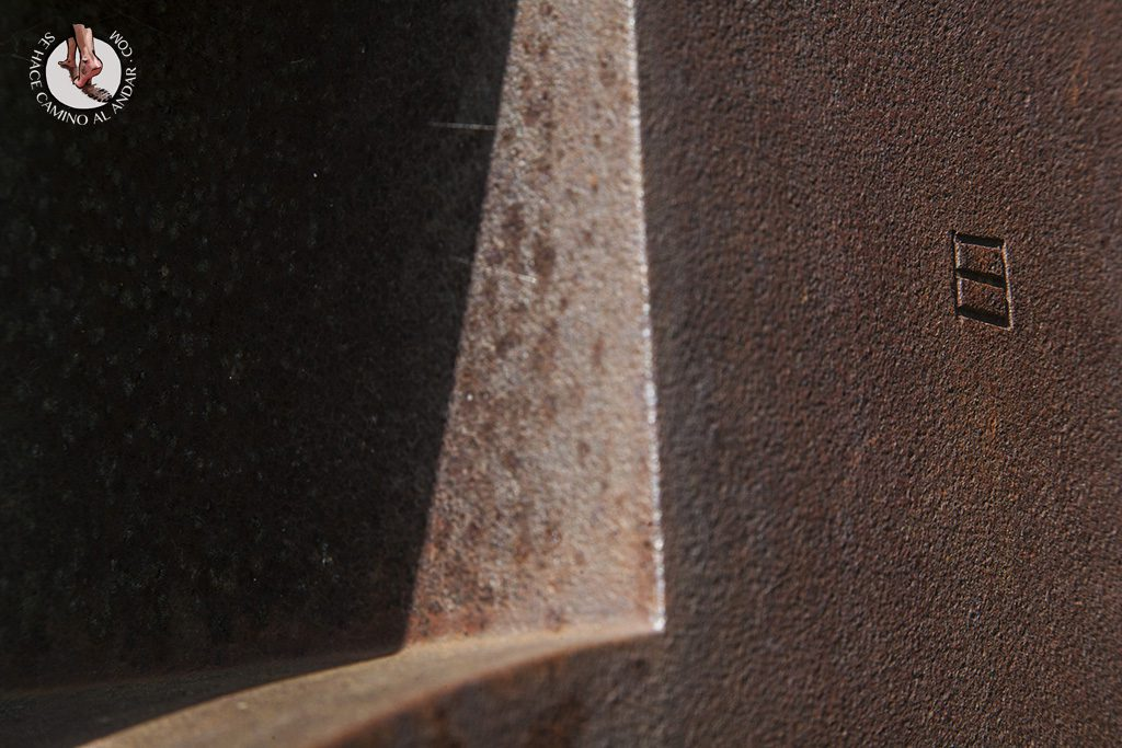 firma-chillida-escultura