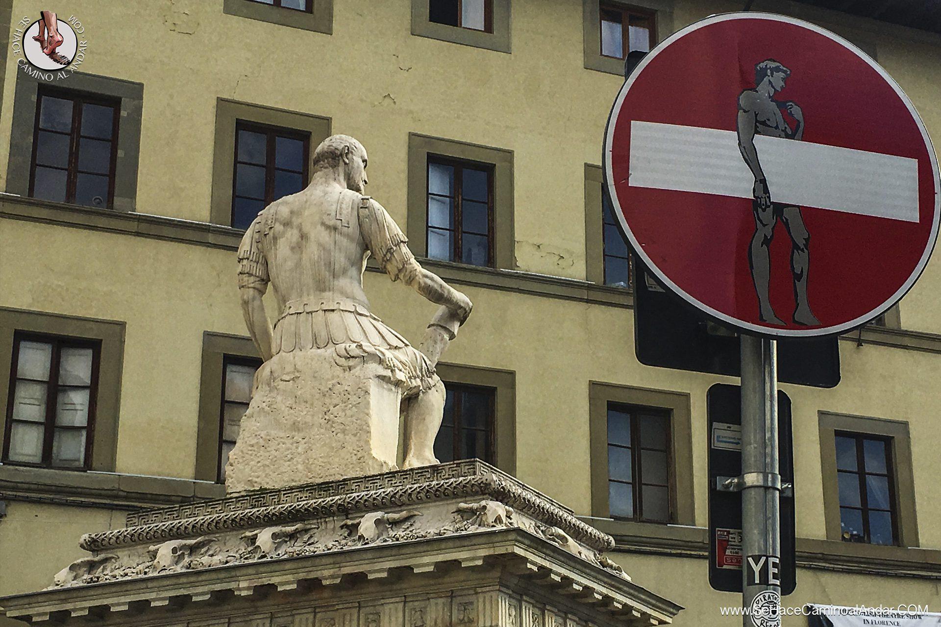 Las señales de tráfico de Clet Abraham en Florencia