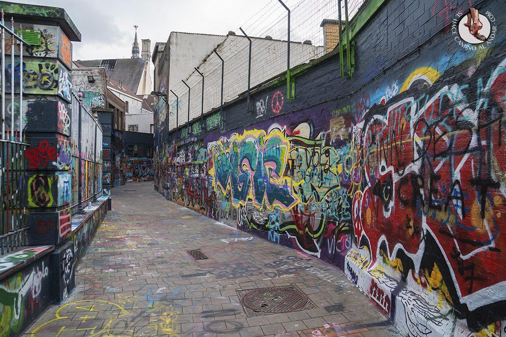 Gante calle graffiti pasadizo