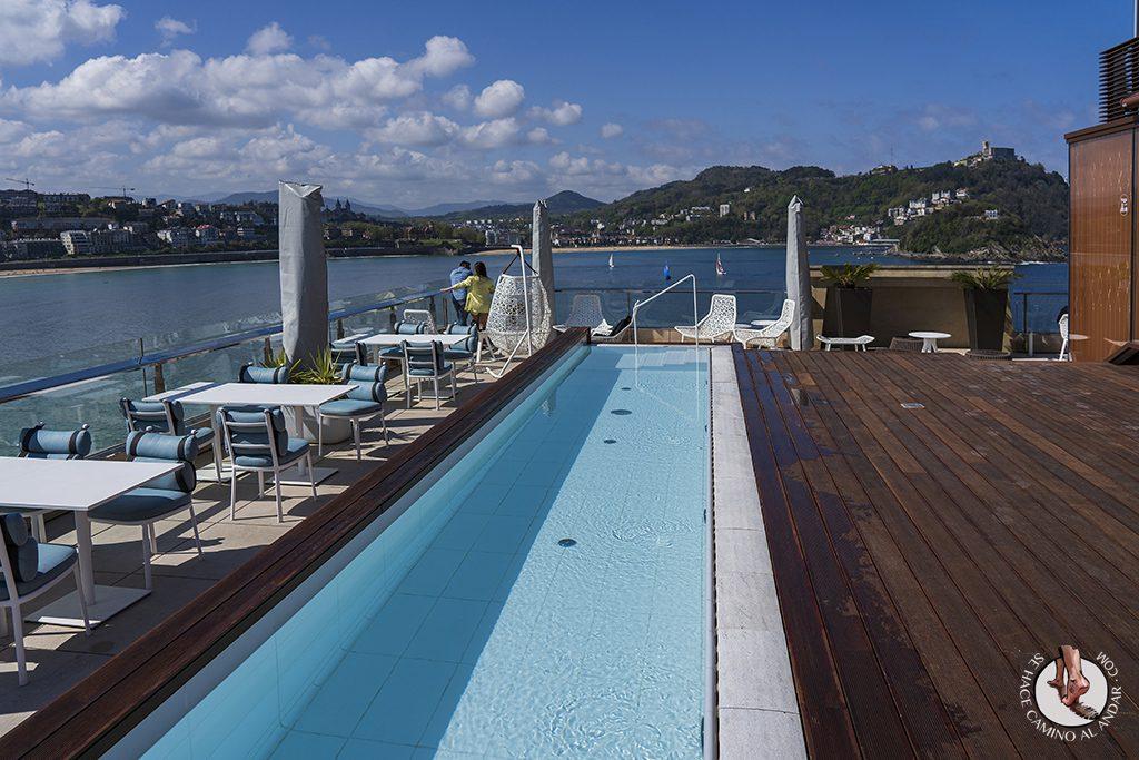 Hoteles San Sebastian Lasala Plaza piscina dia