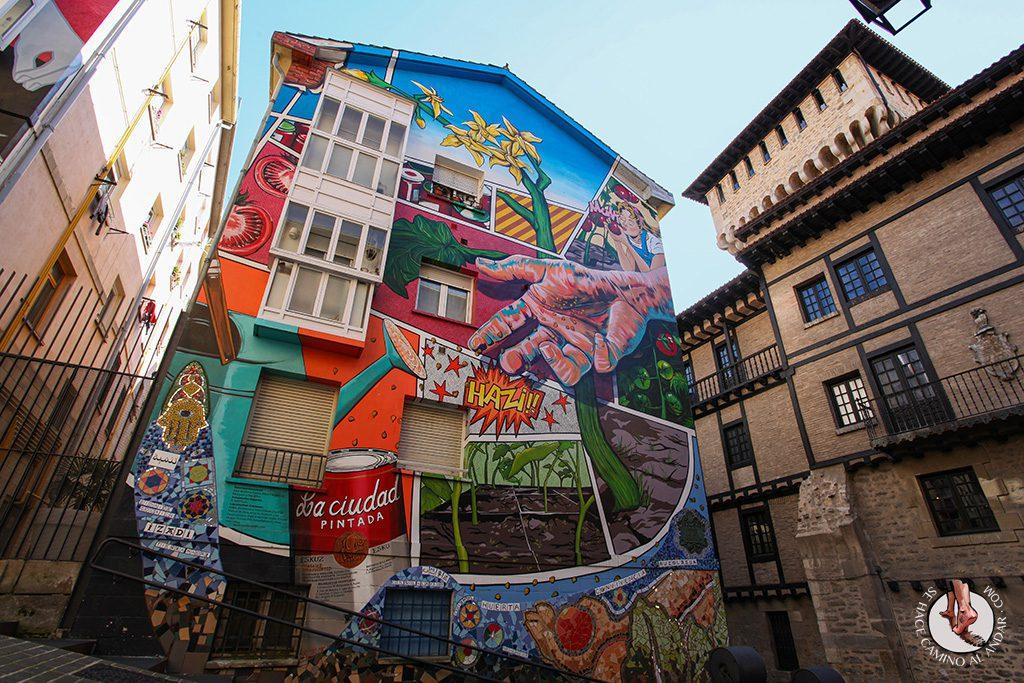 Imprescindible Vitoria ruta murales fachada