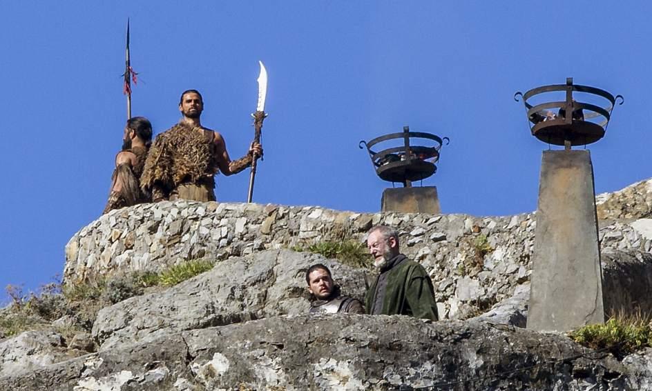 Jon Nieve Sir Davos San Juan Gaztelugatxe