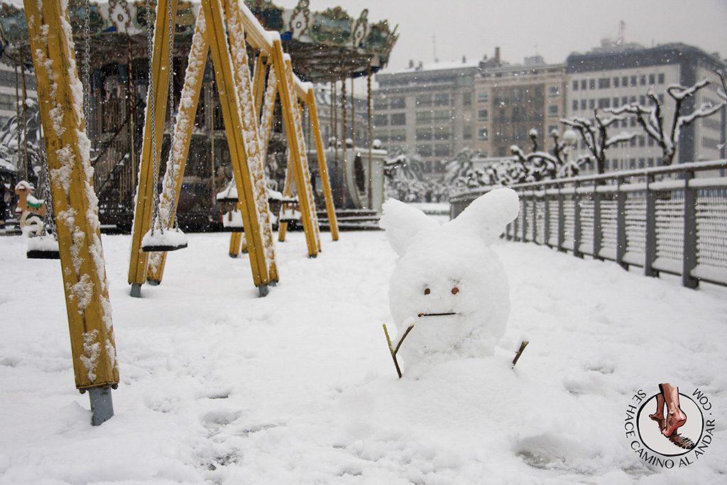 Muneco nieve columpios Donostia