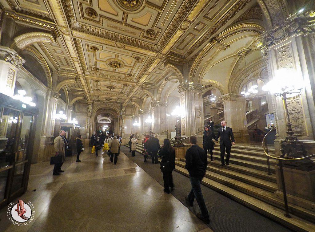 Opera Viena gente bien vestida