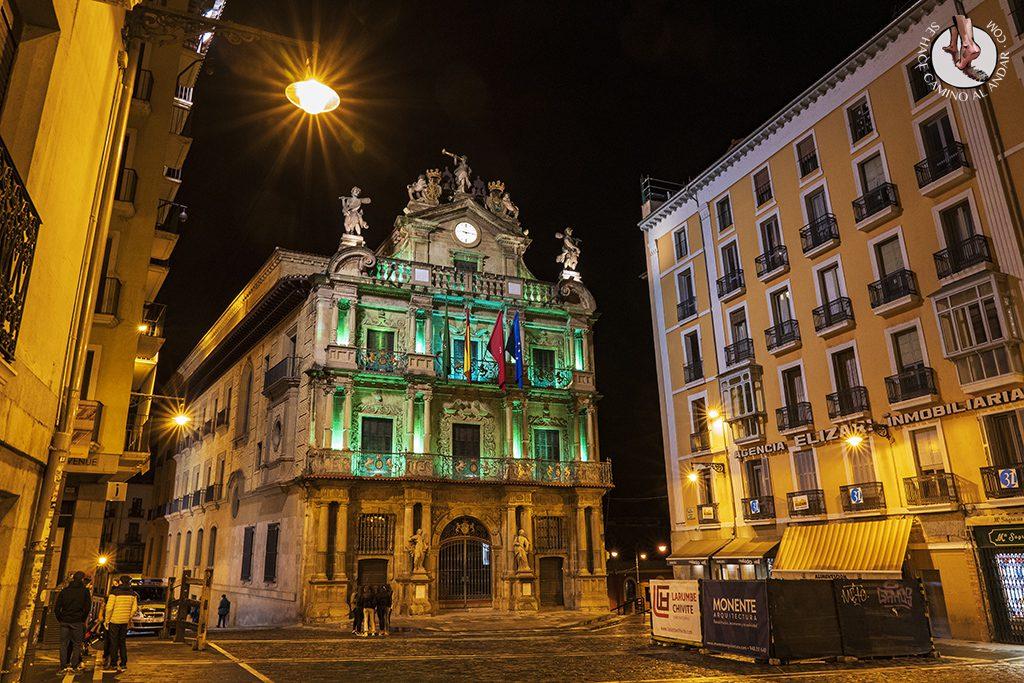 Pamplona plaza consistorial ayuntamiento noche
