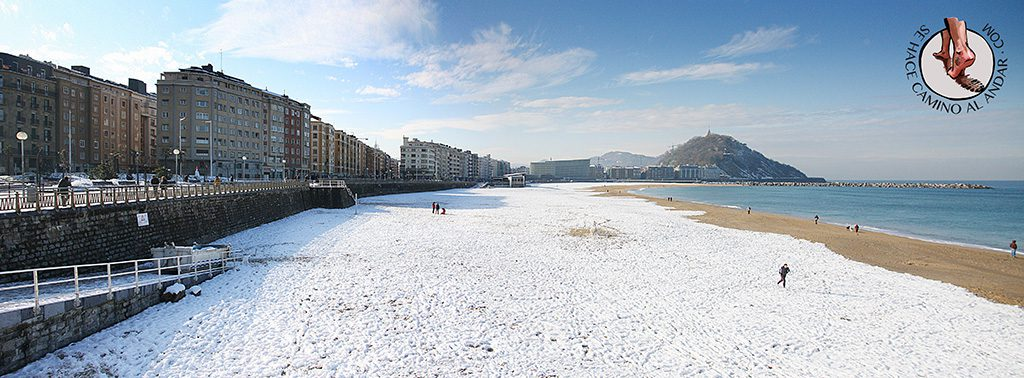 Panoramica playa de Zurriola nevada