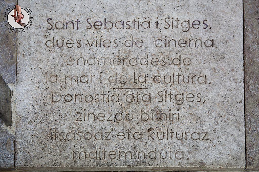 Placa barandilla La Concha Sitges