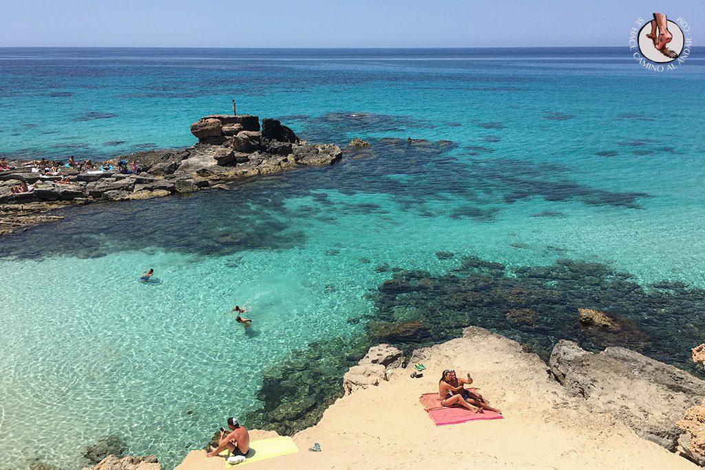 Playa Formentera Calo des Mort roca
