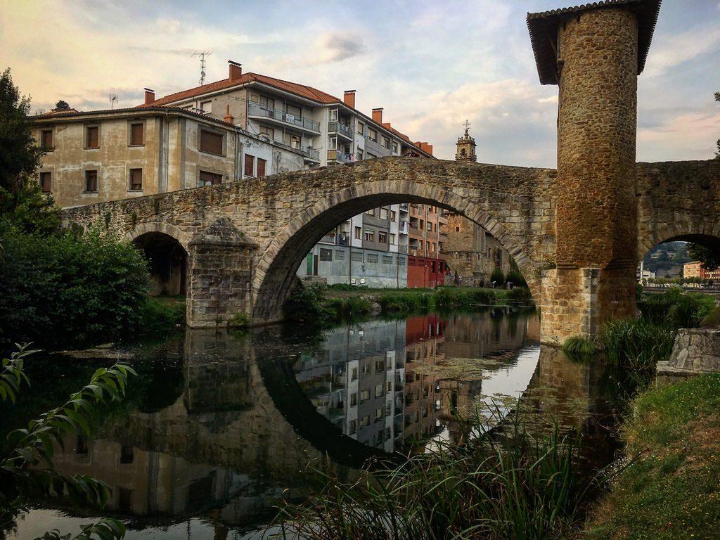 Pueblos mas bonitos de Euskadi Balmaseda puente