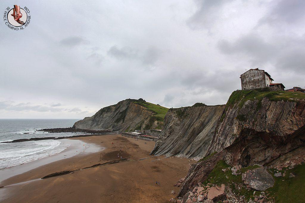 Pueblos mas bonitos de Euskadi Zumaia playa Itzurun