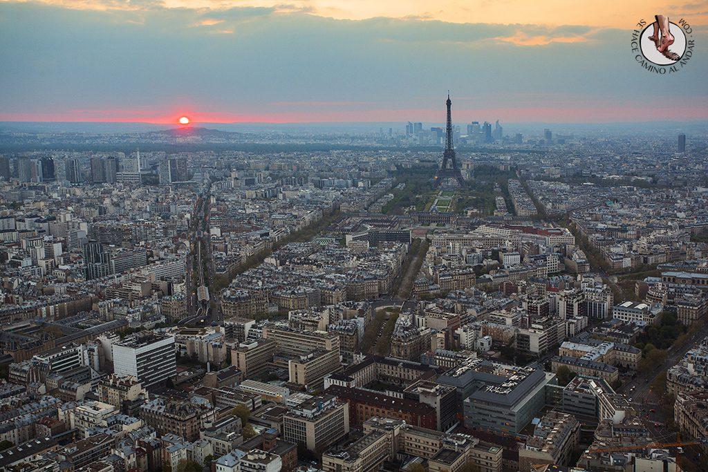 Torre Eiffel Montparnasse atardecer