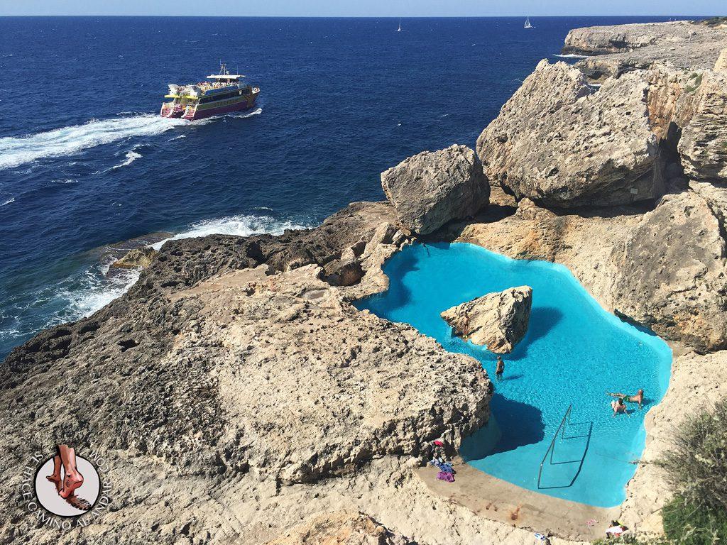 Una piscina natural escondida entre las rocas de mallorca - Piscinas naturales la rioja ...
