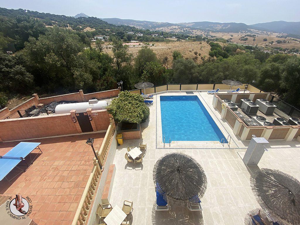 hotel sierra ubrique piscina areaa