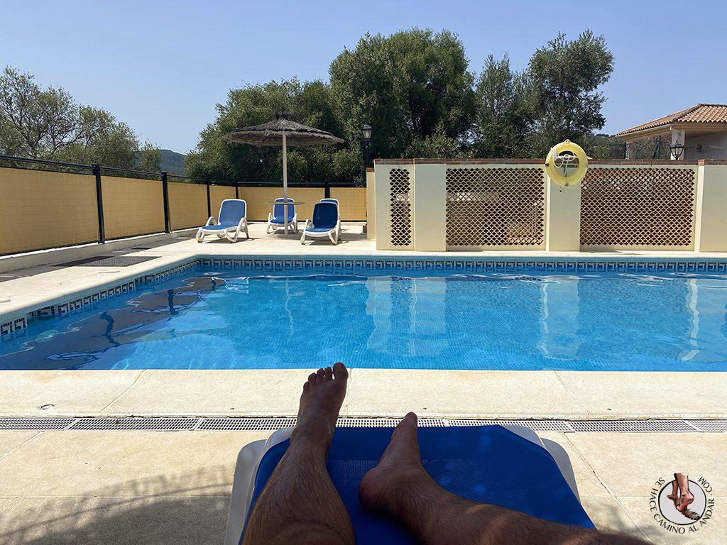 dormir en ubrique hotel sierra piscina sombra