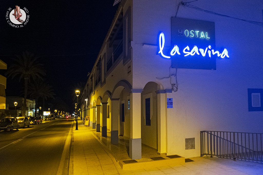 dormir formentera hostal la savina parking
