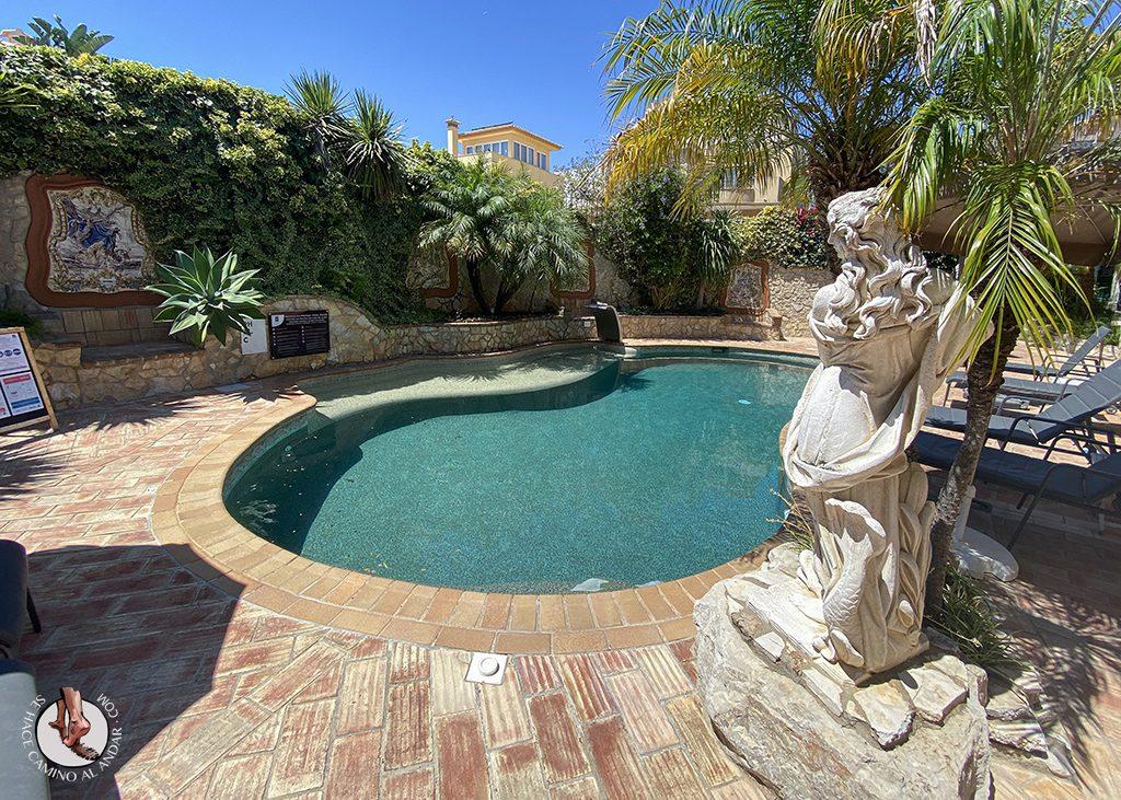 dormir lagos don manuel piscina estatua