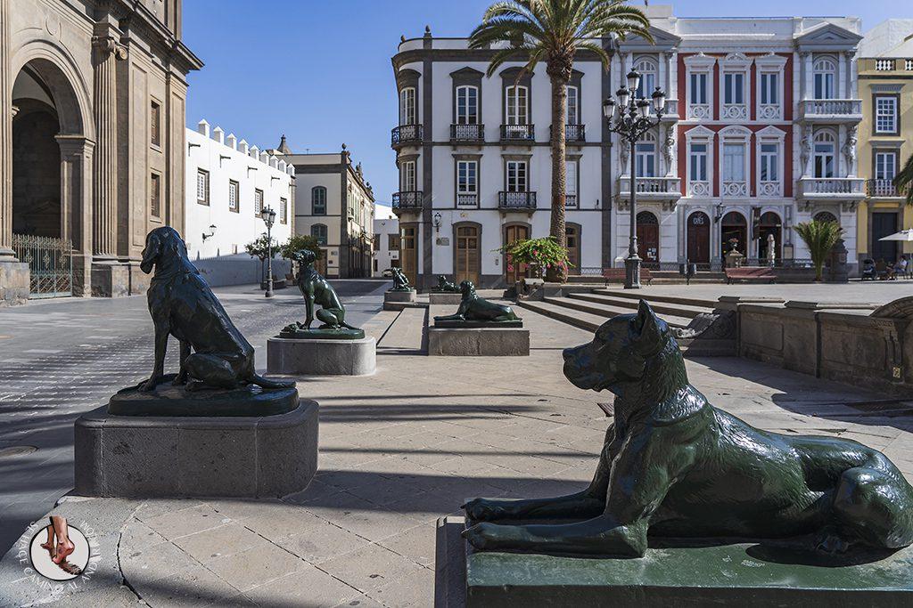 las palmas Plaza de Santa Ana esculturas perros