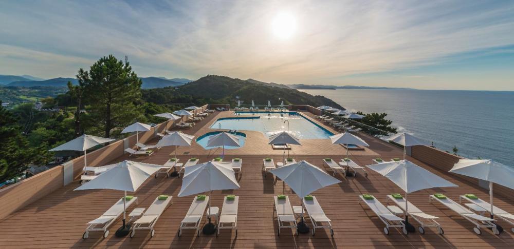 Miradores de San Sebastián Hotel Monte Igeldo piscina