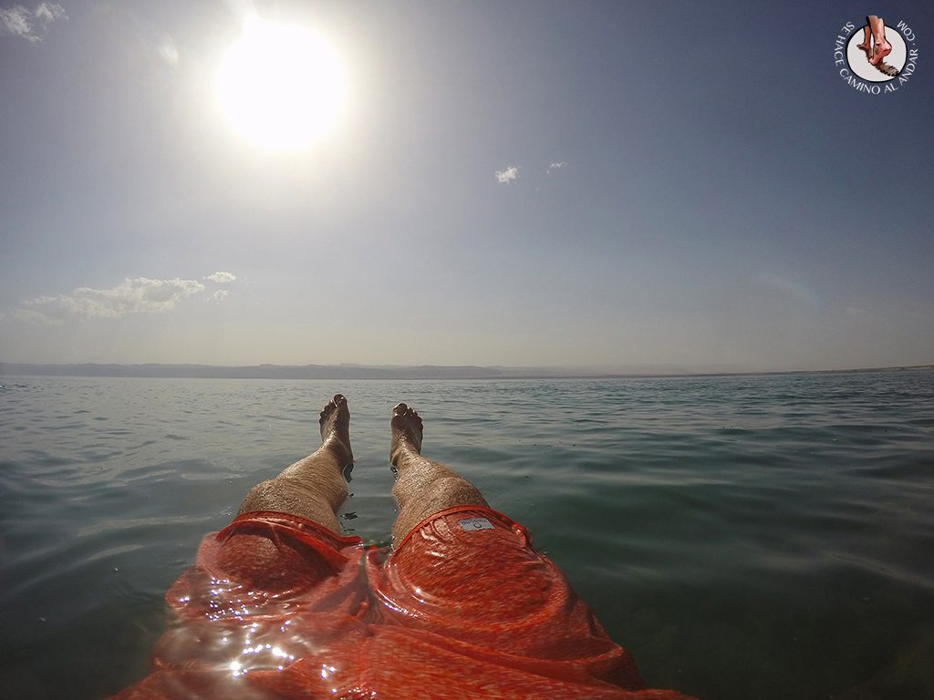 organizar viaje a jordania mar muerto flotar