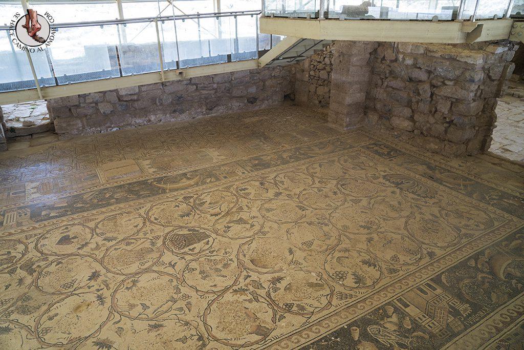organizar viaje a jordania umm arrasas mosaico