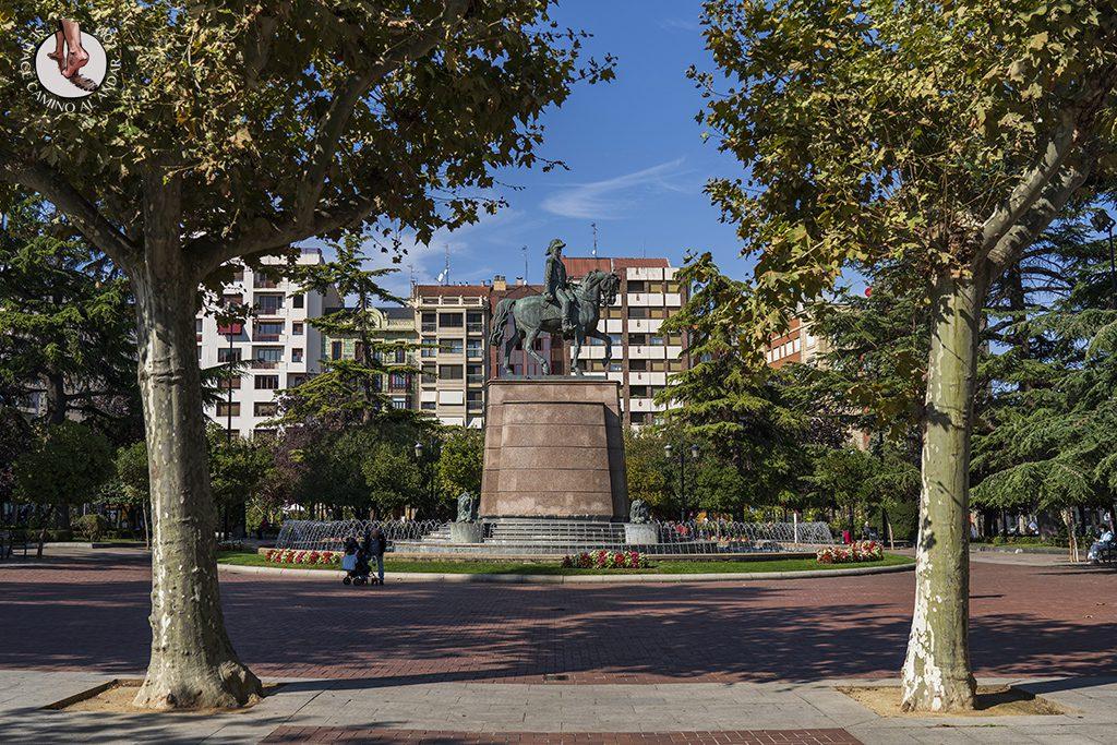 paseo espolon monumento espartero