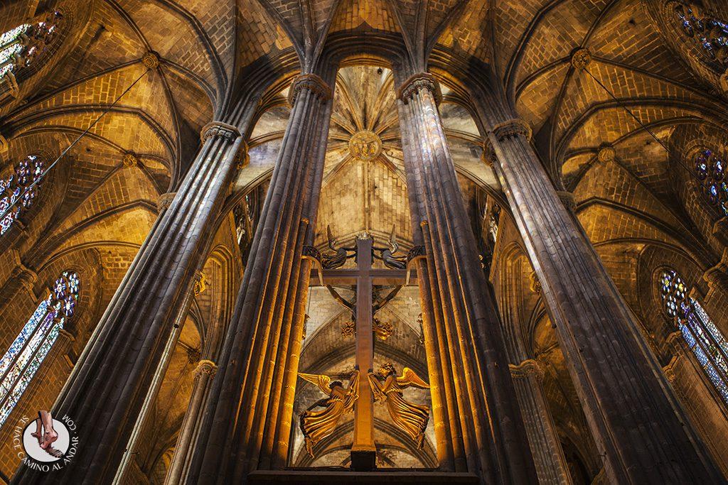 que ver en Barcelona catedral columnas interior