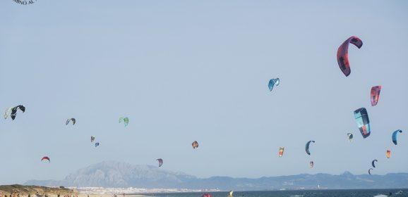 Qué ver en Tarifa, con las dunas de sus playas infinitas mecidas por el viento