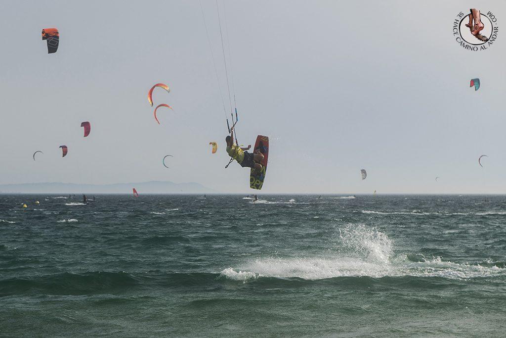 que ver en Tarifa playa valdevaqueros windsurf salto