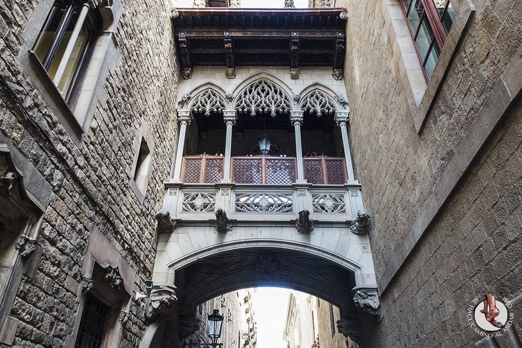 que ver en barcelona barrio gotico puente del Bisbe