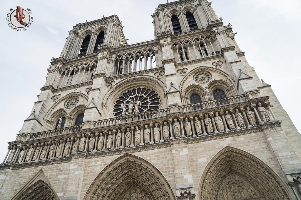que ver en paris catedral notre dame estatuas