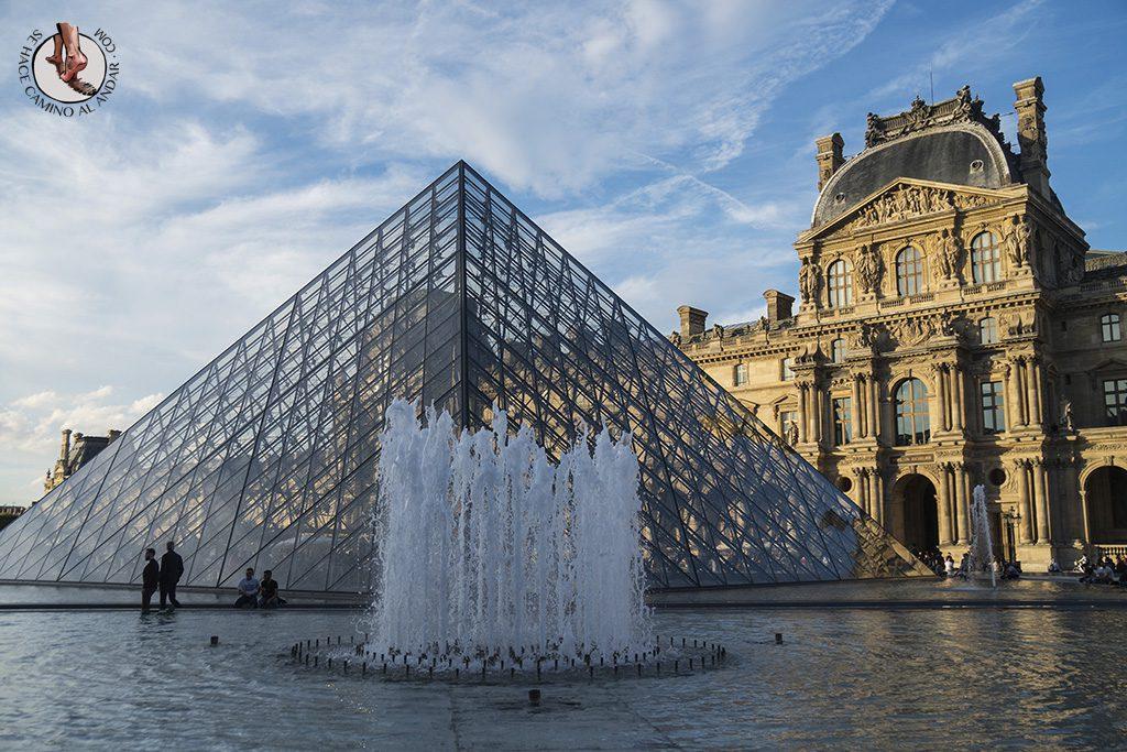 que ver en paris museo louvre fuentes