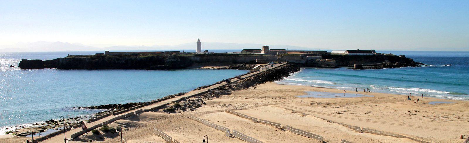 Vista panorámica de la isla de las Palomas, en Tarifa crop.jpg