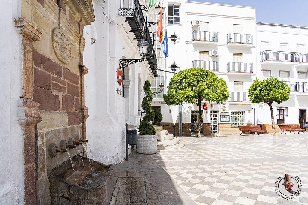 que-ver-ubrique-plaza-ayuntamiento-fuente